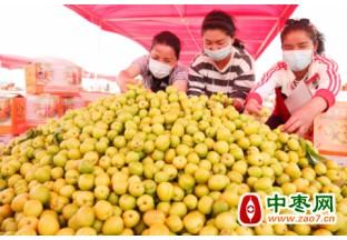 新疆小白杏—鲜杏市场中一…