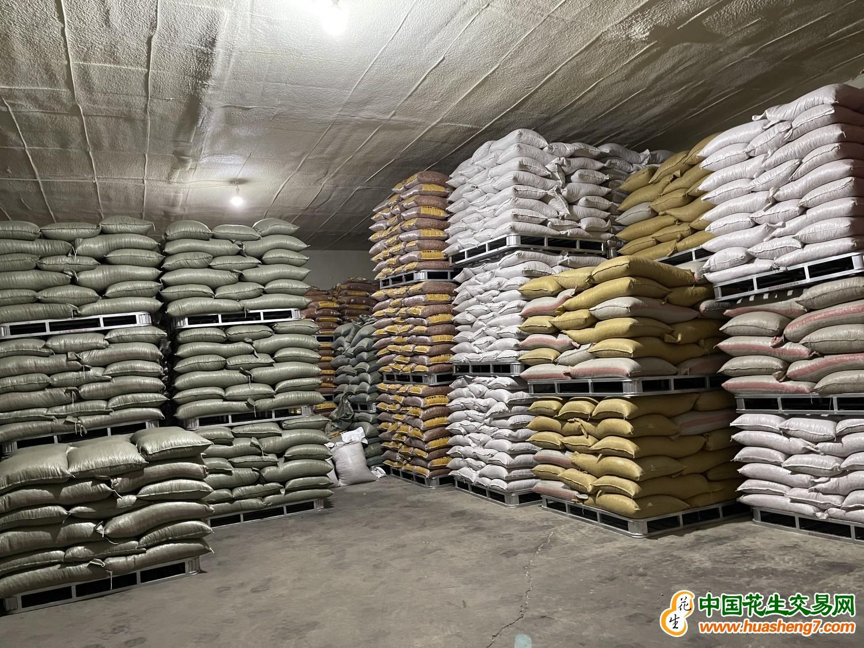 出售35/40白沙40噸 ()