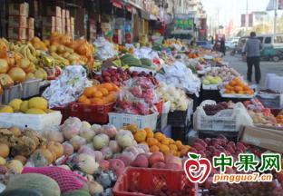 山东沂源:时令水果热销价…